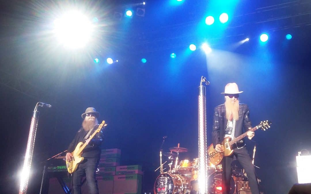 Whiskey, csajok, hot-rodok és texasi hangulat – ZZ Top koncertbeszámoló